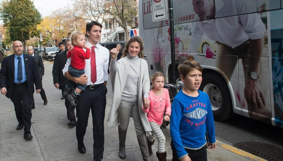 <strong>MED FAMILIEN:</strong> Justin og Sophie sammen med barna Hadrien, Ella-Grace og Xavier (t.h.) i Montreal høsten 2015. Foto: Nicholas Kamm/AFP/NTB scanpix