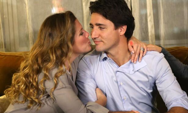 <strong>UTRADISJONELLE:</strong> Det profilerte Trudeau-paret valgte bort bryllupskaka da de giftet seg i 2005. Her er de sammen på valgnatta i 2015. Foto: Chris Wattie/ Reuters/ NTB scanpix
