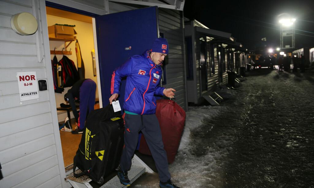 NUMMER TO: Andreas Stjernen på vei fra Lillehammer i går. I dag ble han hummer to i kvaliken i Granåsen. Foto: Geir Olsen / NTB scanpix
