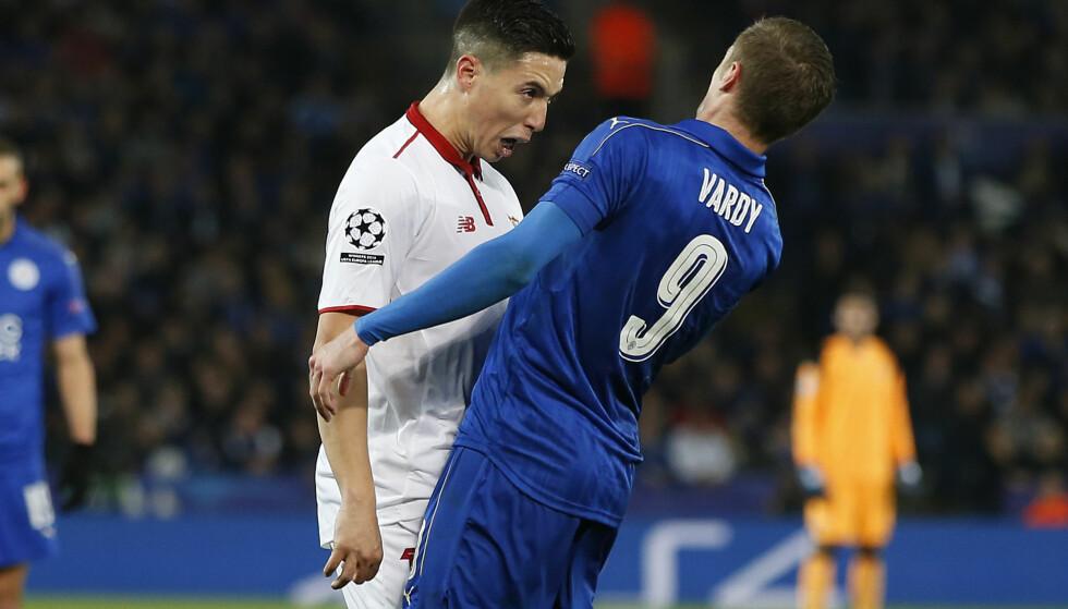 UTVIST: Jamie Vardy gikk rett i bakken da hodet hans møtte Samir Nasris tirsdag kveld. Nasri er nådeløs i dommen over engelskmannen. Foto: NTB Scanpix/ Simon Bellis/Sportimage