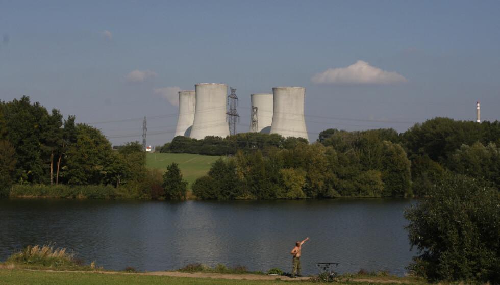 GRØNN KRAFT: Forskningen og FNs klimapanel konkuderer med at kjernekraft er omtrent den tryggeste og mest miljøvennlige formen for kraftproduksjon som finnes. Likevel er det fy-fy hos Ciciero. På bildet et atomkraftverk i Dukovany i Tsjekkia. Foto: AP Photo/Petr David Josek
