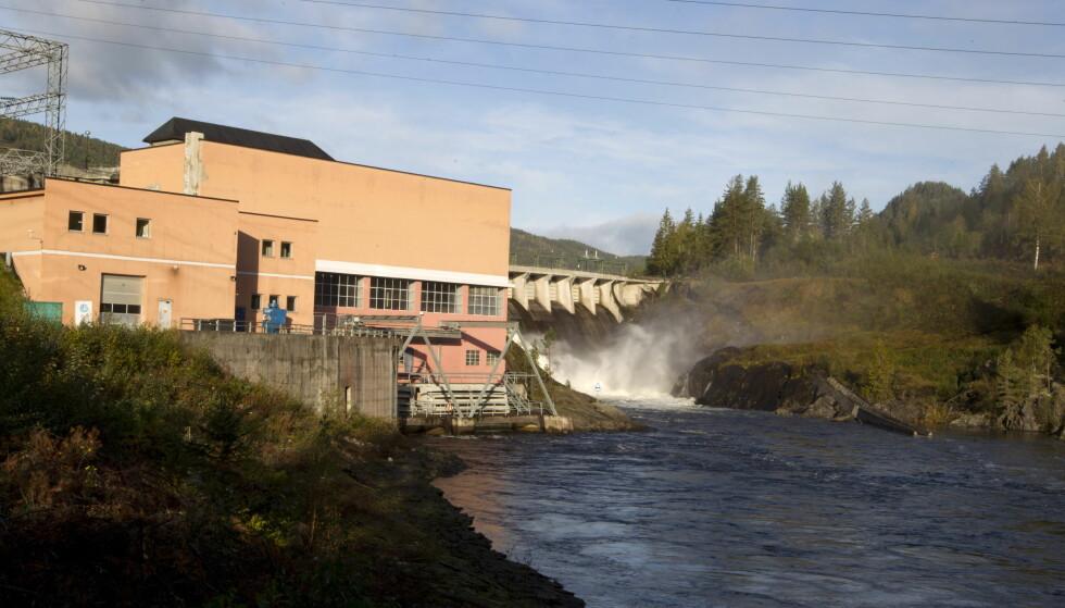 ARVESØLVET: Grønvollfoss kraftverk ved Tinnelva i Notodden. Det er slike vannkraftressurser Ap frykter Høyre vil selge til utlandet - selv om partiet har landsmøtevedtak på det motsatte. Foto: Terje Bendiksby / Scanpix