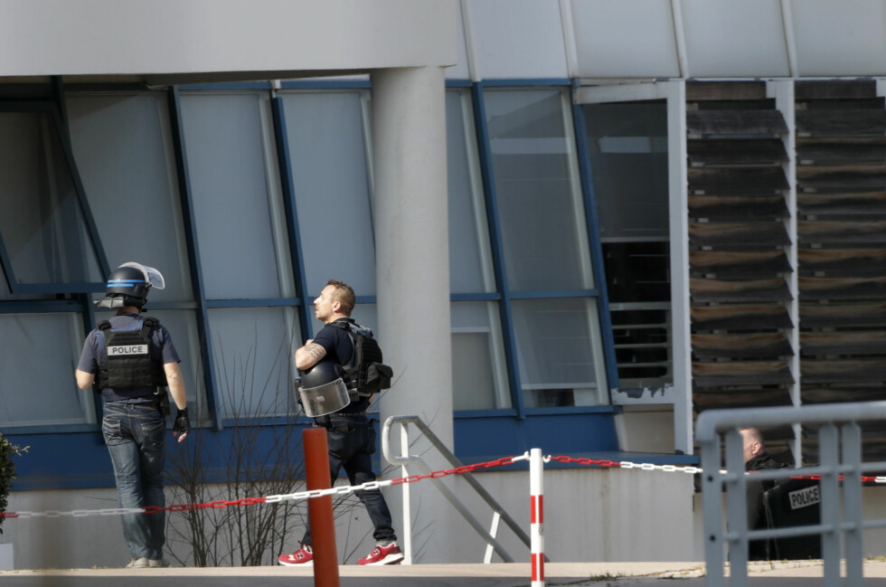 Police inside the Tocqueville high school after a shooting has taken place injuring at least eight people, in Grasse, southern France, March 16, 2017.   REUTERS/Eric Gaillard