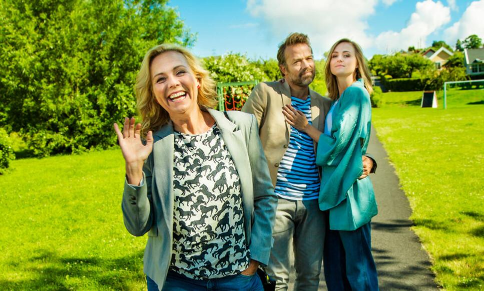 KOMISERIE: Linn Skåber er Lena i TV 2s nye komiserie, mens Christian Skolmen er eksmannen Morten, og Renate Reinsve hans nye kjæreste Anemone. Foto: TV 2