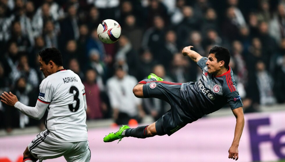 SCORET: Tarik Elyounoussi scoret, men det hjalp dessverre lite. Foto: AFP PHOTO / BULENT KILIC