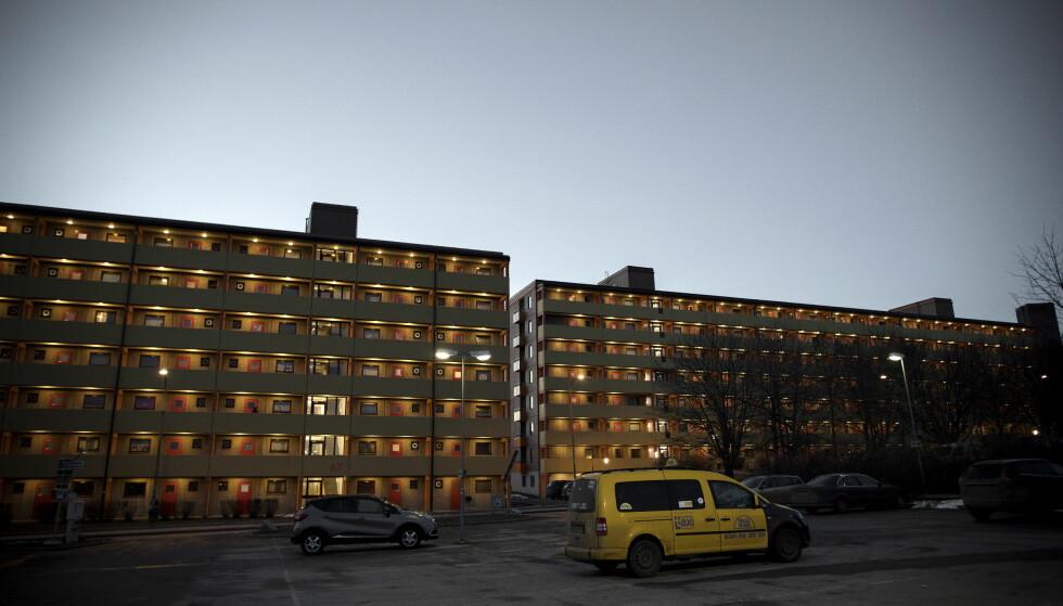 BLOKK PÅ BLOKK: Forstedene er bygd opp av boligblokker på rekke og rad. Foto: Tomm W. Christiansen / Dagbladet