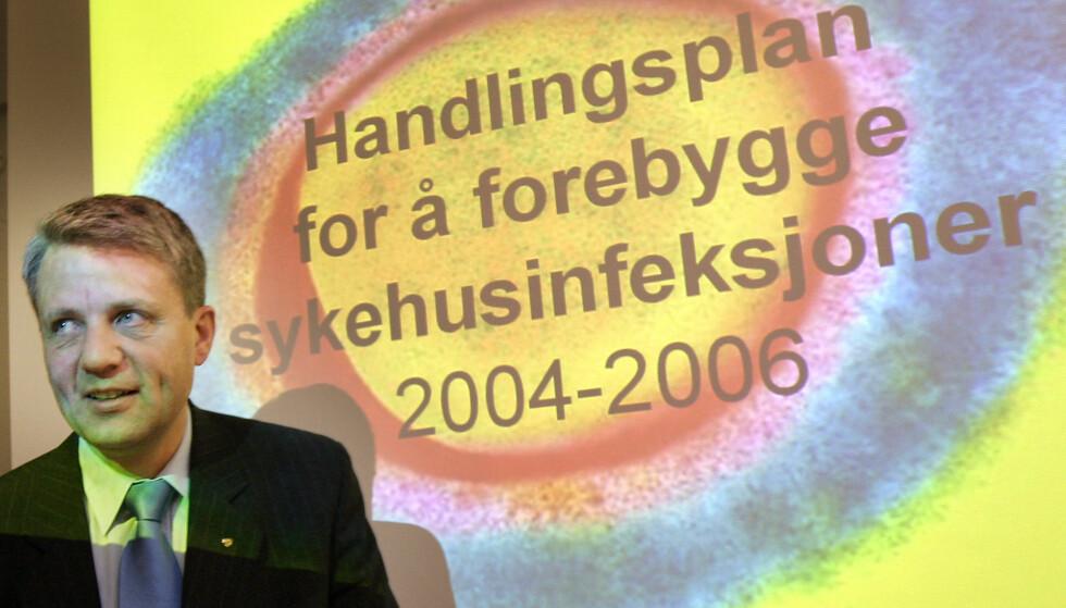 ETTERLYSER HANDLINGSPLAN: I 2004 lanserte daværende helseminister Dagfinn Høybråten en handlingsplan for å forebygge sykehusinfeksjoner. Nå etterlyser Folkehelseinstituttet en ny handlingsplan, etter at den forrige utløp i 2012. Foto: Heiko Junge / SCANPIX