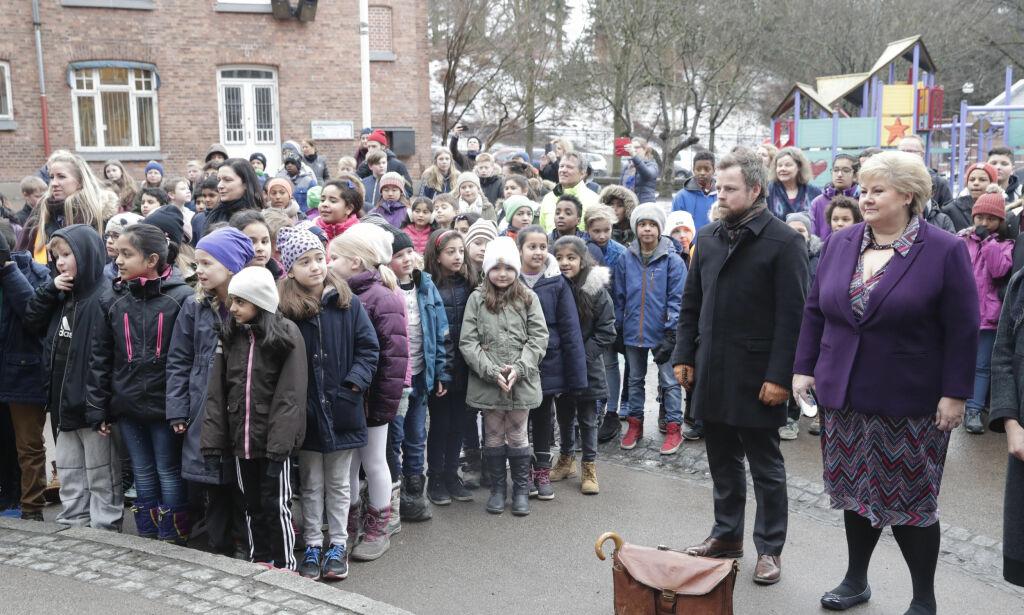 image: Erna beskyldes for å ha knabbet den rødgrønne skolen: - Dette er jo ren Ap-politikk
