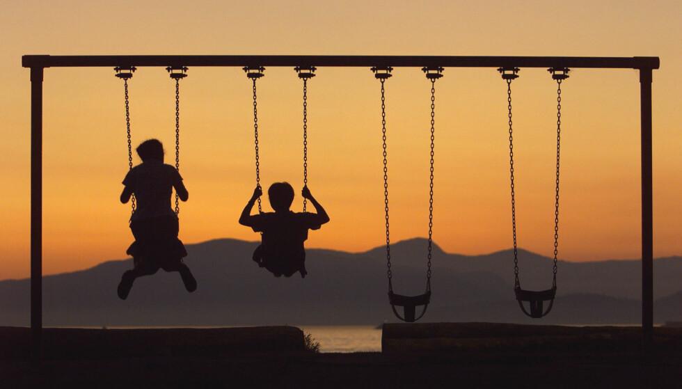 LEK MED BISTAND: Vi stiller oss for øvrig undrende til at filmen fra Margreth Olin brukes som et eksempel på å kun dyrke den frie leken. Denne filmen er full av aktiviteter initiert av voksne. Foto: Mike Blake / Reuters / NTB Scanpix