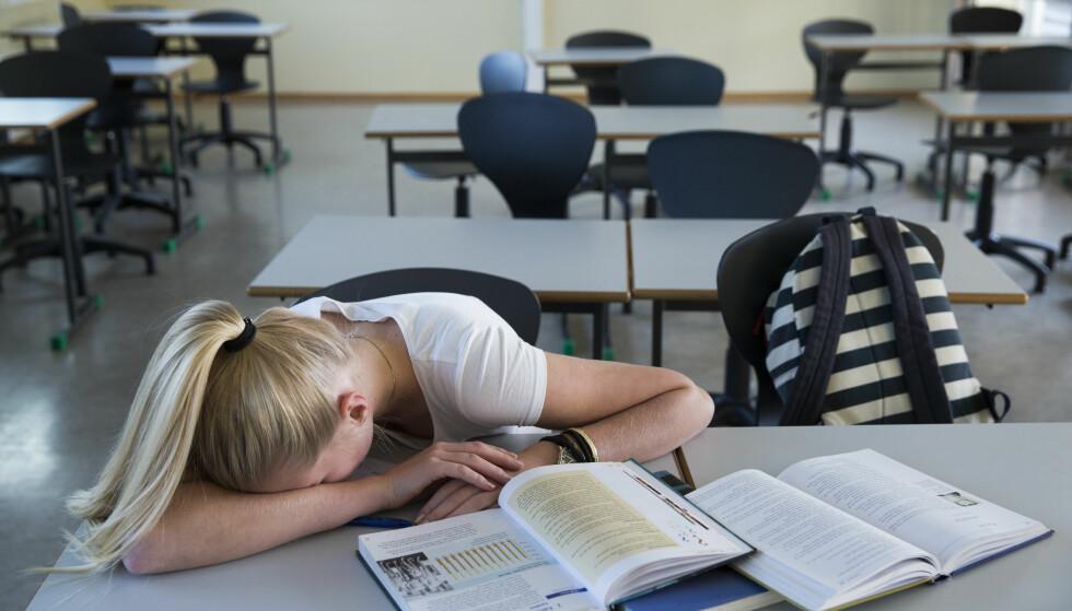 STRESSER: Halvparten av jentene og fire av ti av guttene ved de to skolene svarte at de stresser med skolearbeidet, og at det gjør dem utslitt.Illustrasjonsfoto: Berit Roald / NTB scanpix