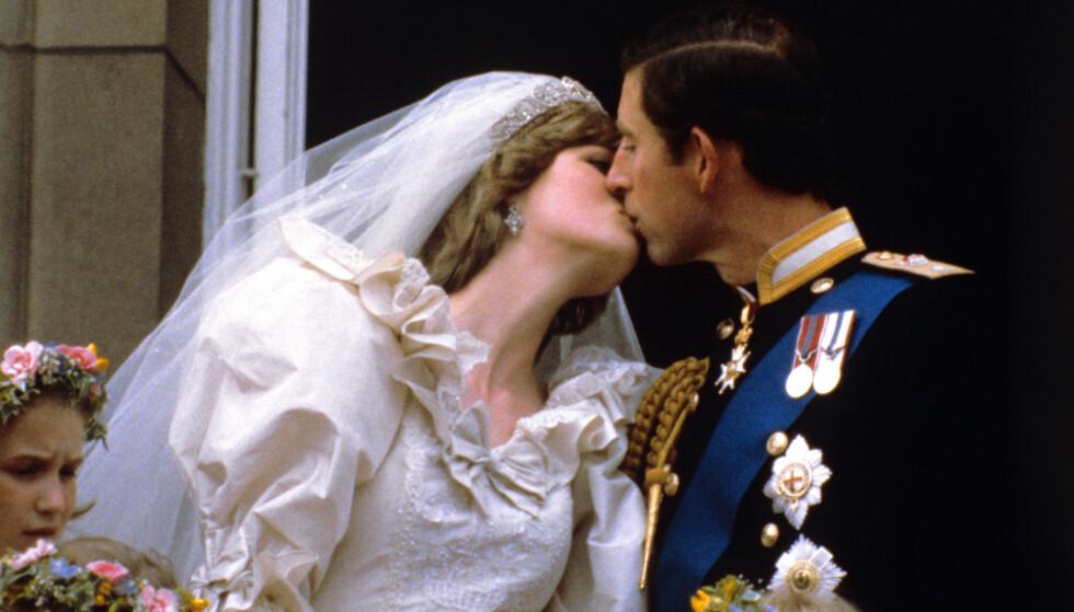 IKONISK: Dette bildet ble ikonisk etter bryllupet mellom Charles og Diana i 1981. Nå hevder Sally Bedell Smith at det hele var et spill for galleriet. Foto: NTB scanpix