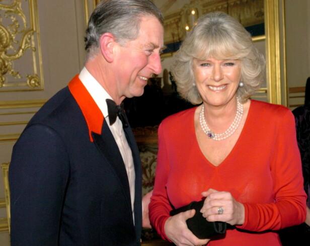 FORLOVET: Prins Charles og Camilla Parker Bowles avbildet sammen i februar 2005, på den tida de annonserte sin forlovelse. Foto: Arthur Edwards / Reuters / NTB scanpix