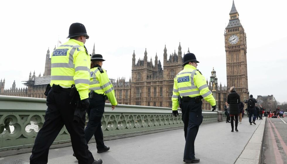 VIKTIGE ARRESTASJONER: Ytterligere to arrestasjoner etter terrorangrepet i hjertet av London onsdag. Foto: AFP / Adrian DENNIS