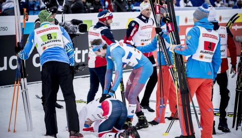 MINDRE VERDT: Stafettgull blir noe eget når du har slått Sergej Usthugov på sisteetappen. Her fratulerer russerne Finn Hågen Krogh i Lahti-VM sist vinter. FOTO: Bjørn Langsem / Dagbladet