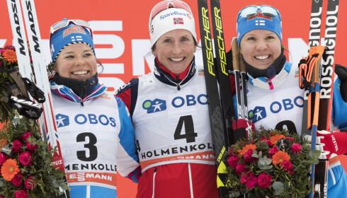 OPPTUR: Kerttu Niskanen jublet for 3. plass på tremila i Holmenkollen bak Marit Bjørgen og Krista Pärmäkoski. Neste år håper hun at det løsner skikkelig. Foto: Berit Roald / NTB scanpix