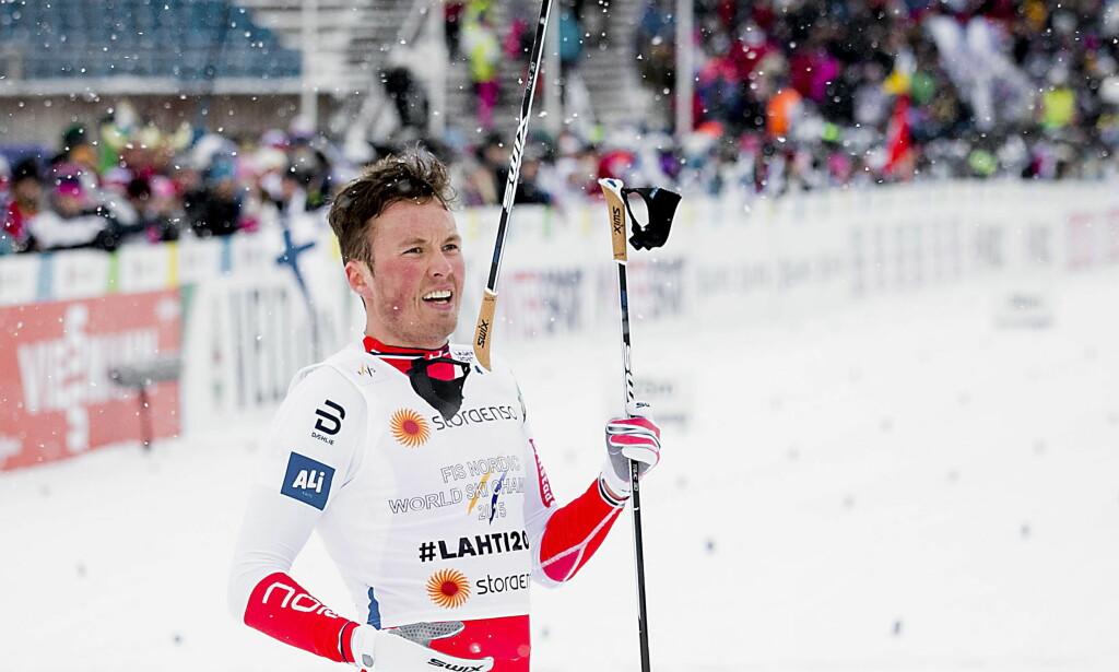 NEDTUREN: Her har Emil Iversen akkurat falt, brukket stavet og mistet en mulig gullmedalje på lagsprinten i Lahti-VM. Etter det har han fått en mental knekk. Neste år vil han bli mer kynisk. Foto:  Bjørn Langsem / Dagbladet
