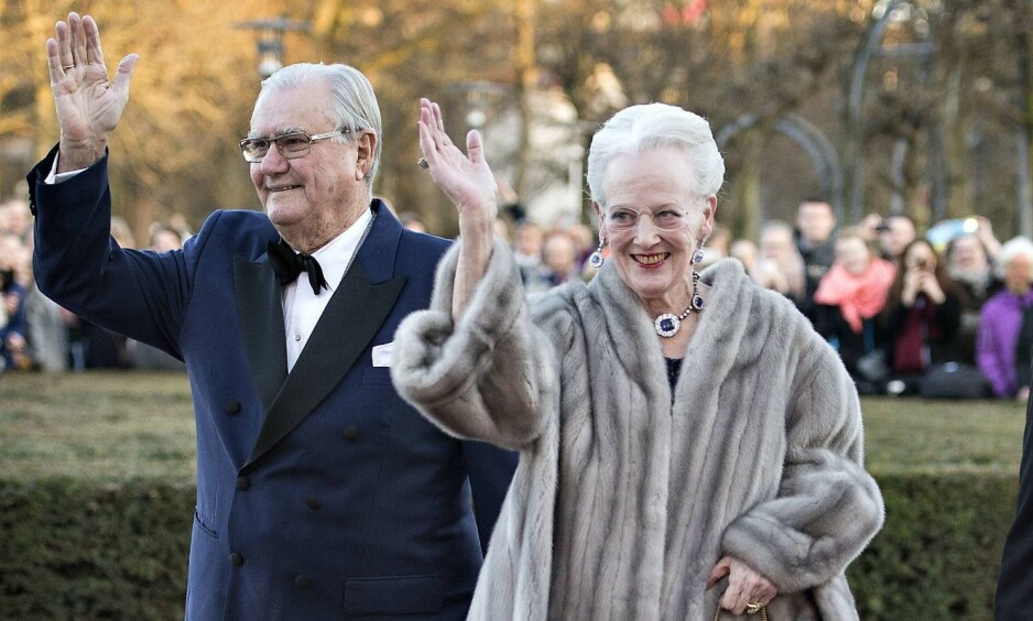 DUKKET IKKE OPP LIKEVEL: Prins Henrik, dronning Margrethes ektemann, skulle ifølge sistnevnte være til stede under Belgias statsbesøk denne uka. Men han dukket ikke opp. Her er ekteparet avbildet sammen i 2015. Foto: Henning Bagger / Afp / NTB Scanpix
