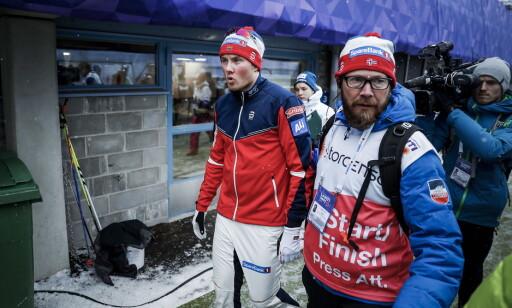 BRUTALT: Emil Iversen var langt nede etter fallet på lagsprinten i Lahti. Sportslig har han ennå ikke reist seg. Neste år håper han å slå kraftig tilbake. Foto:  Bjørn Langsem / Dagbladet