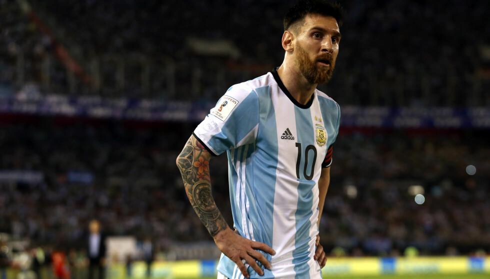 UTESTENGT: Lionel Messi får fire kampers utestengelse etter å ha skjelt ut assistentdommeren under Argentinas VM-kvalikkamp mot Chile. Foto: NTB Scanpix