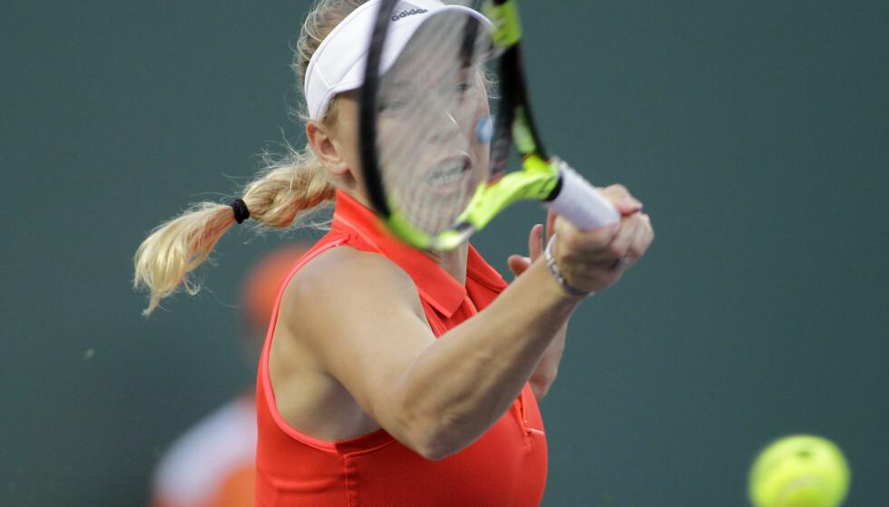 DRØMMER: Caroline Wozniacki drømmer om seier i Miami. Dansken har allerede nådd kvartfinale i turneringen. Foto: Luis M. Alvarez / AP / NTB scanpix