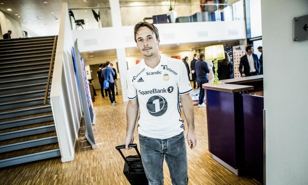 ENDELIG START: Mike Jensen gleder seg til å komme i gang. Her avbildet under eliteseriens kickoff sist uke. Foto: Christian Roth Christensen / Dagbladet