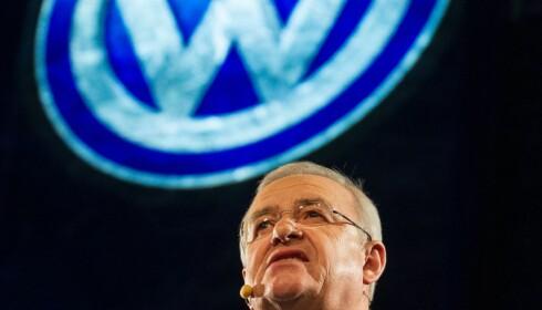 JUKSET: Martin Winterkorn og Volkswagen jukset med bilenes utslipp i 2015. Dette har påvirket Wolfsburgs økonomi. Foto: AFP PHOTO / GEOFF ROBINS
