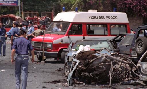 MAFIADRAP: Paolo Borsellino led samme skjebne som sin forgjenger, Giovanni Falcone. Bilen hans ble sprengt i lufta i 1992, og drepte foruten Borsellino også fem av livvaktene hans. Foto: AP / NTB Scanpix
