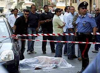 DREPT: I 2007 ble mafiabossen Nicolò Ingarao drept på åpen gate i et oppgjør midt i Palermo. Foto: AP / NTB Scanpix