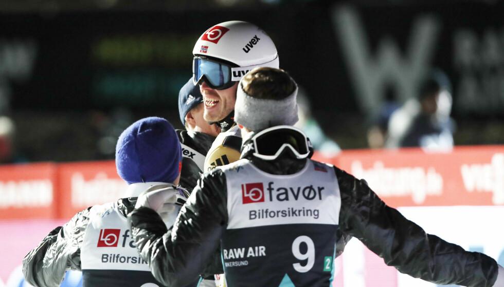 VIKERSUND 2017: Norge vant lagkonkurransen i Vikersundbakken i RAW AIR tidligere i vinter. Andreas Stjernen, Johann Andre Forfang, Robert Johansson, Daniel-Andre Tande var på laget . Foto: Terje Bendiksby / NTB scanpix