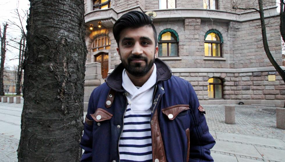 STØTTER HASIC: Mohsan Raja ble stemplet som homohater etter at han vant Aftenposten-prisen Årets Osloborger i 2015. Nå rykker han ut for å forsvare Leyla Hasic, kvinnen som går i nikab og er ansatt hos Islamsk Råd Norge. Foto: Charlotte Karlsen / Aftenposten / NTB Scanpix