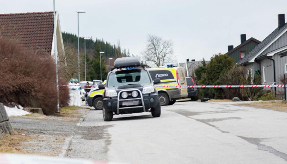 DRAP: En 24 år gammel mann er siktet for å ha drept faren sin i et boligområde i Steinkjer. Voldshendelsen fant sted i går ettermiddag. Foto: Håvard Zeiner