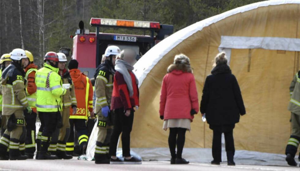 ULYKKE: Fem personer er alvorlig skadd etter at en buss veltet i Härjedalen søndag morgen. Ifølge nyhetsbyrået TT, skal to av dem være kritisk skadd. Foto: TT / NTB Scanpix