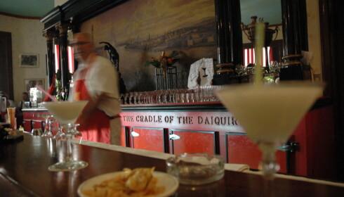 DAIQUIRI: El Floridita, et av Hemingways stamsteder, har alltid servert turister Daiquiri. Åpenbar turistfelle, men for mange verdt et besøk. Foto: Heidi Røsok-Dahl.