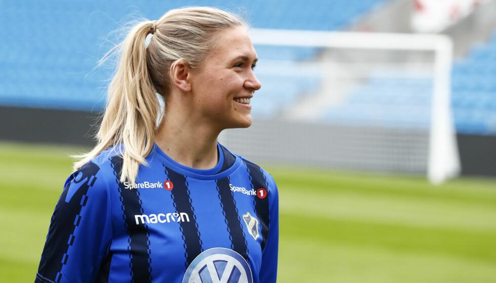 SLUTT: Ingvild Isaksen har måttet se i øynene at drømmen om å spille for Norge i sommerens fotball-VM ikke går i oppfyllelse. Hun ser seg tvunget til å legge opp.   Foto: Terje Pedersen / NTB scanpix