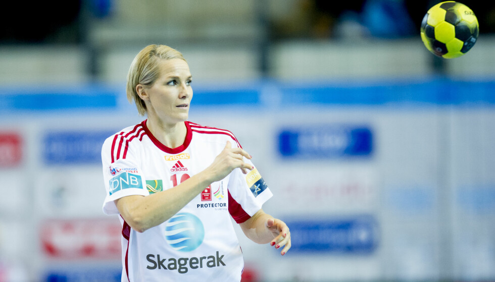 MESTER IGJEN: Gro Hammerseng-Edin tok en ny tittel i Larvik-drakta. Nå legger hun ballen på hylla. Foto: Jon Olav Nesvold / NTB scanpix
