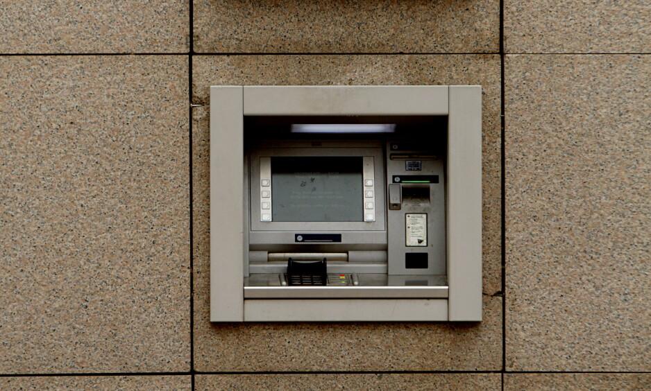 NEDE: Tjenester på mobilbank, nettbank og minibank fungerer ikke hos DNB og en rekke andre banker. Årsaken er en teknisk feil hos IT-selskapet Evry. Foto: Stian Lysberg Solum / NTB scanpix