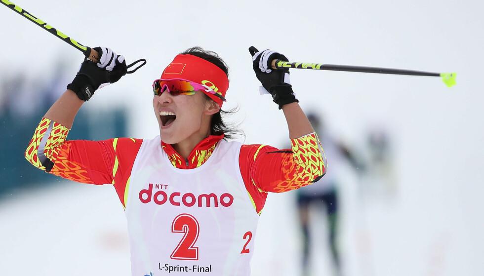 JUBELSCENER: Kinesiske Man Dandan vant kvinnesprinten under det asiatiske mesterskapet i Sapporo i februar. Nå vil Kina vinne OL-medaljer på hjemmebane med norsk hjelp. Foto: Xinhua / Liao Yujie / NTB Scanpix
