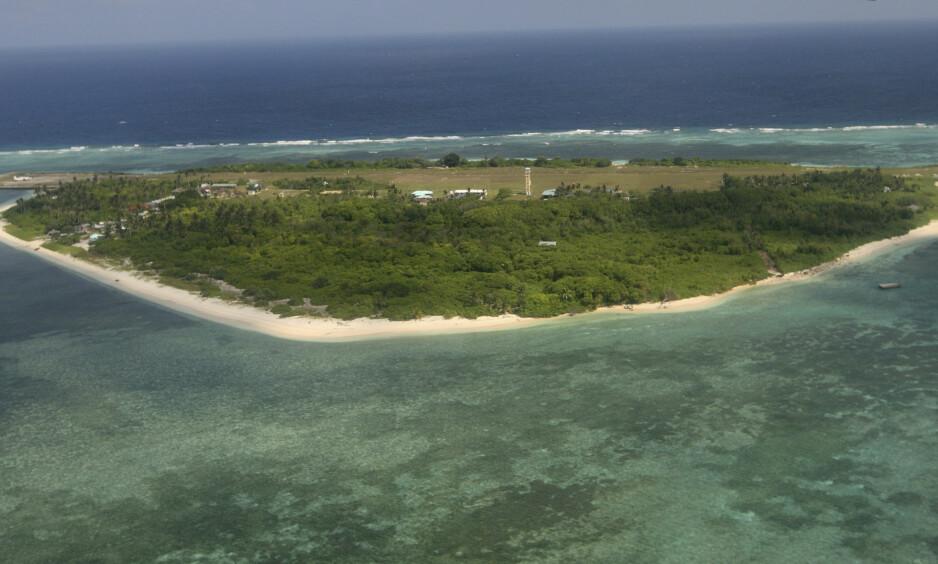 SØRKINAHAVET: Bildet viser øya Pag-asa, som er en del av Spratlyøyene. Filippinenes president sier at han kanskje kommer til å besøke øya for å reise det filippinske flagget på frigjøringsdagen 12. juni. Foto: AP / NTB Scanpix
