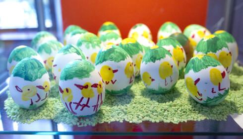 MALTE EGG: Tradisjonen med å male egg går langt tilbake, men det vanskelig å si nøyaktig når. Foto: Scanpix