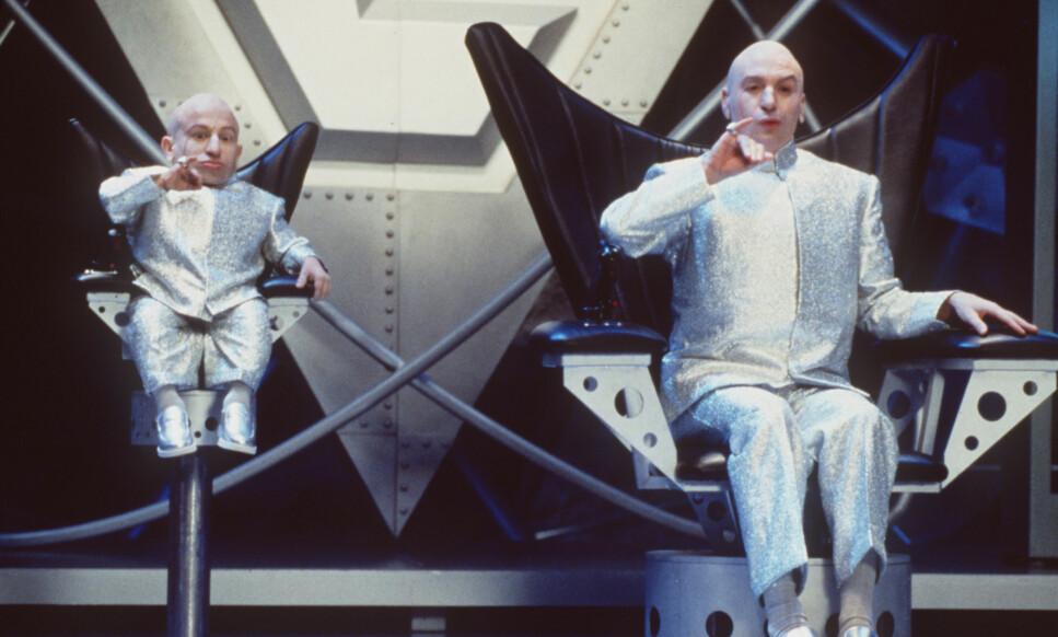 <strong>GLANSDAGENE:</strong> Verne Troyer (til venstre) som Mini-Me, protegén til Dr. Evil. Sistenevnte spilles av Mike Myers. Her i 1999-filmen «Austin Powers: The Spy Who Shagged Me». Foto: NTB Scanpix