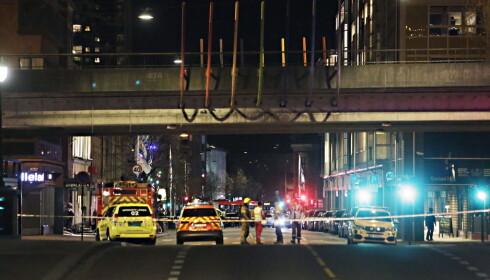 SPERRET AV STORT OMRÅDE: Lørdag kveld i 22.30-tida ble området på Grønland sperret av. Foto: Frank Karlsen / Dagbladet