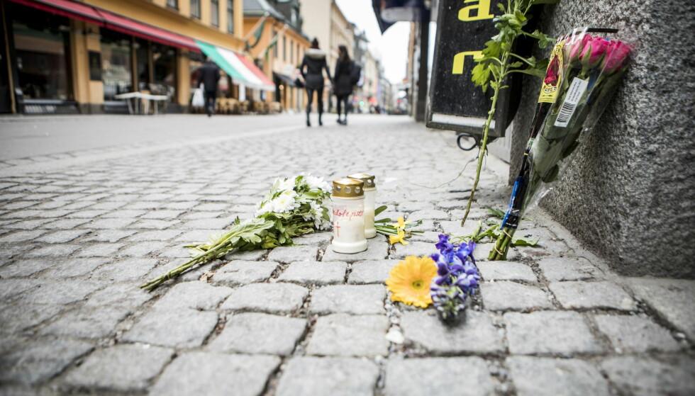STOCKHOLM, SVERIGE: Minnesmerke der en person ble påkjørt av lastebilen. Foto: Christian Roth Christensen / Dagbladet