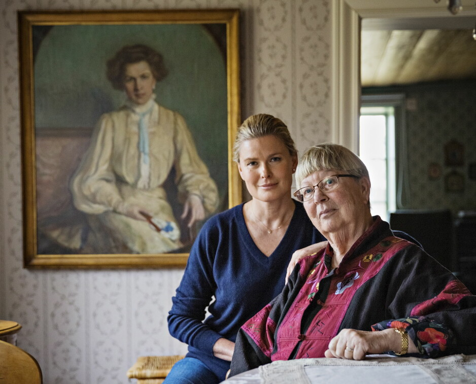 FLYTTET TIDLIG HJEMMEFRA: Vendela var 13 år da hun ble oppdaget av modellmamma Eileen Ford. Tre år seinere reiste hun. –Jeg var aldri redd for henne. Det gikk bra, sier mamma Ingi. Kvinnen på maleriet i bakgrunnen er Vendelas oldemor, Louise Lichenfels. Malt i 1903 av svigerinnen Minna Netter Foto: Jørn H Moen