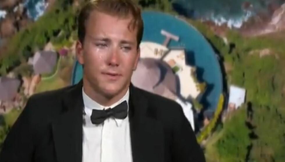 - IKKE EN KLISJÉ: Det blir tårevått når Grunde Myrher må forlate hotellet tirsdag kveld. - Jeg er ikke en jævla «Paradise»-klisjé som er seg selv 110 prosent. Jeg er meg selv 100 prosent, sier han i det triste avskjedsklippet. Foto: TV 3