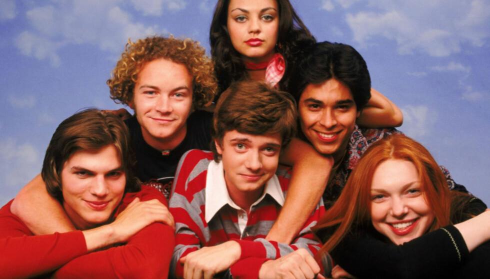 UNGE: Ashton (nederst til venstre) og Mila (øverst i midten) møttes da de begge spilte inn «That '70s Show» på slutten av 90-tallet. Foto: NTB Scanpix