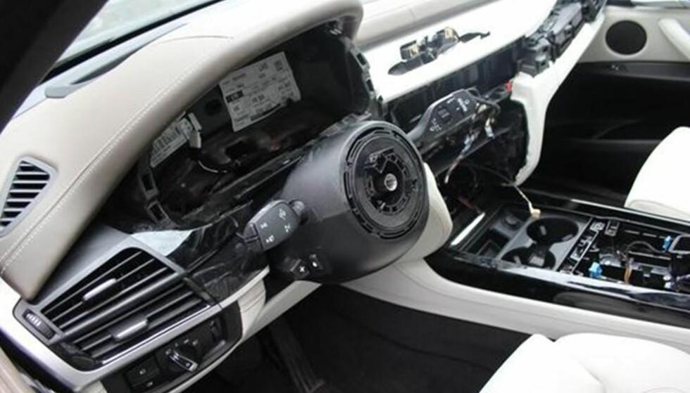 DAGEN DERPÅ: Slik ser en BMW ut etter innbrudd, gjerne 2015, -16- og -17-modeller. Foto: Politiet