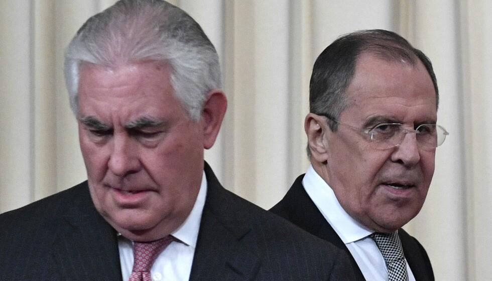 ISKALDT: Forholdet mellom USA og Russland. Her utenriksministerne Rex Tillerson og Sergej Lavrov. Foto: Alexander Nemenov / AFP / NTB Scanpix