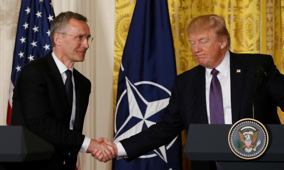 MØTTES: Natos generalsekretær, Jens Stoltenberg, møtte USAs president, Donald Trump, i Det hvite hus. Foto: REUTERS/Jonathan Ernst