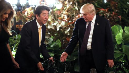 STATSBESØK: Japans statsminister Shinzo Abe besøkte Trump og Mar-A-Lago bare dager før Mattilsynet avdekket 13 brudd på luksuseiendommen. Foto: Reuters / NTB Scanpix