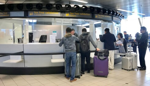 STEMPLET: Husk å få godkjent tollstempel på blankettene før du forlater storbyen. Dette kan du ofte gjøre på flyplassen. Foto: Odd Roar Lange / The Travel Inspector